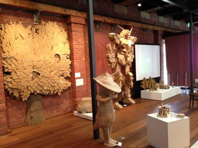 Bộ sưu tập tác phẩm điêu khắc bìa carton (các-tông) tuyệt đỉnh của cụ ông người Nhật Bản