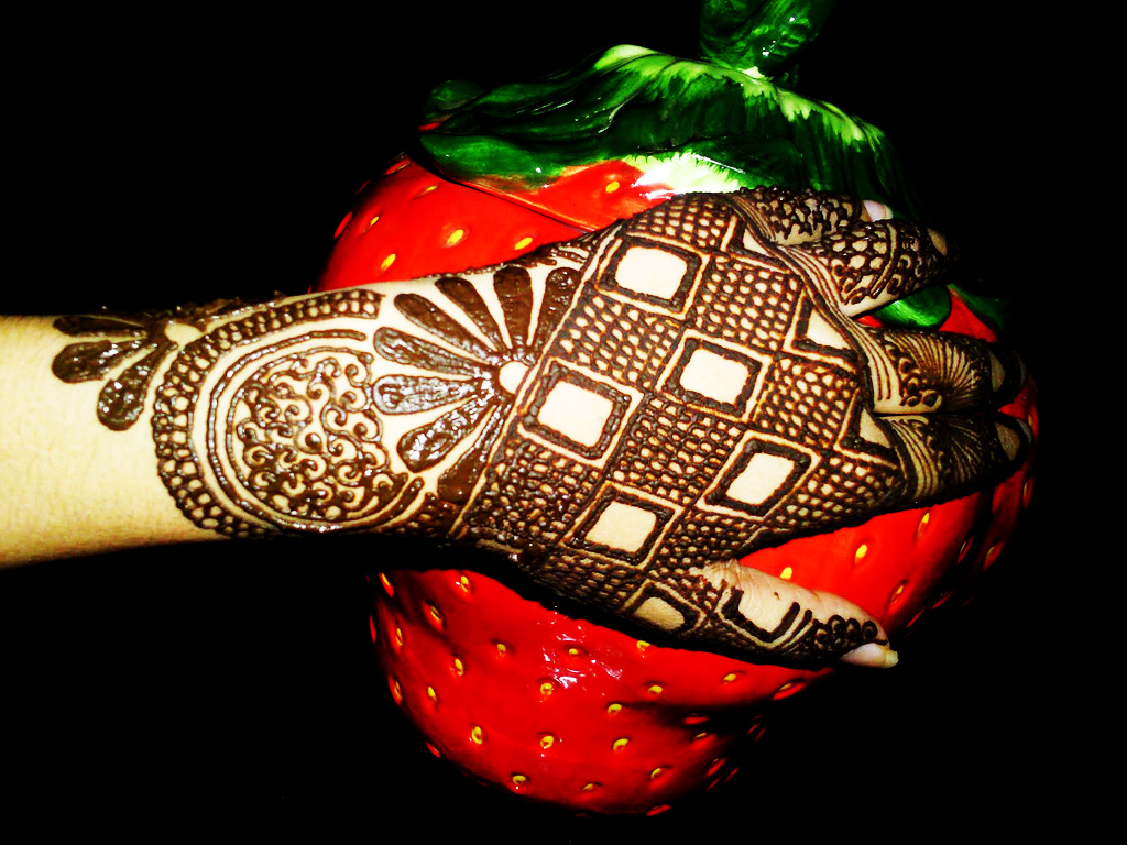 beautiful-aisan-pakistani-mehndi-design