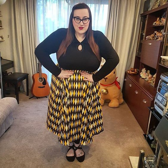72b9eb50bbb Pin Up Girl Clothing Hufflepuff skirt and Collectif Fatima Jumper. Plus size  hufflepuff skirt.