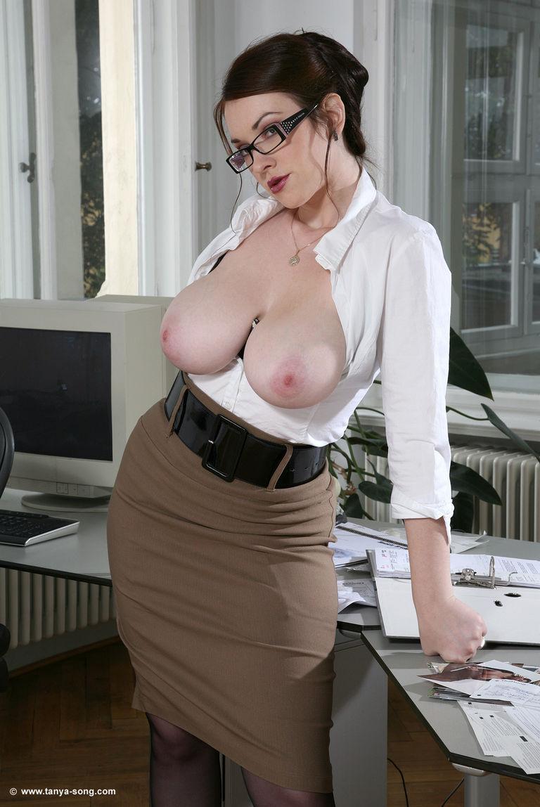 Большегрудые секретарши смотреть онлайн 7