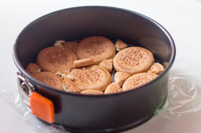 como preparar base de tarta de crema de limón con galletas hojaldradas