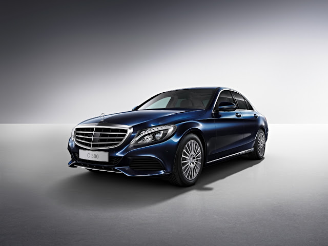 Mercedes-Benz C300 chega ao Brasil: preço R$ 250 mil