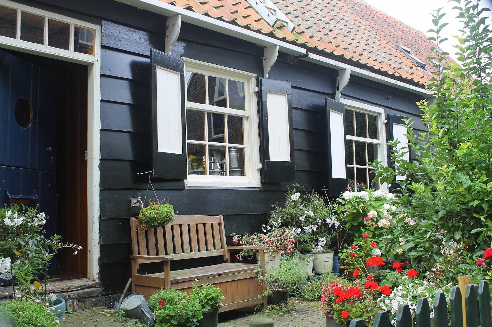 marken and volendam time capsules on the inland sea in dutch again