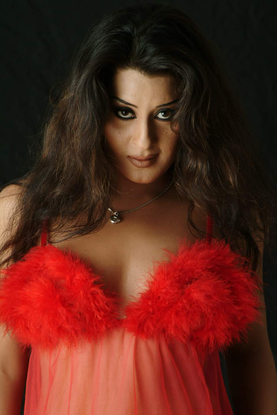 pakistani actres laila khan latest hot and sexy images