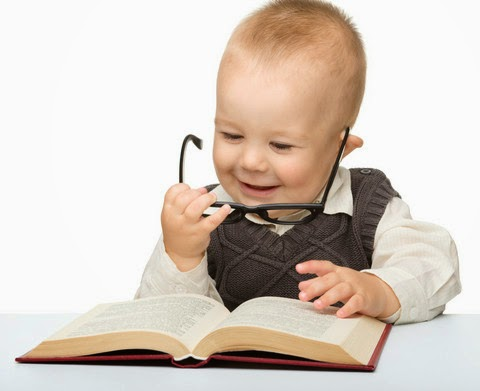 Gambar bayi baca buku