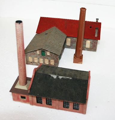 N Gauge Industrial Group of Buildings Factory Pola Engine Shed/Workshop Chimneys picture 3