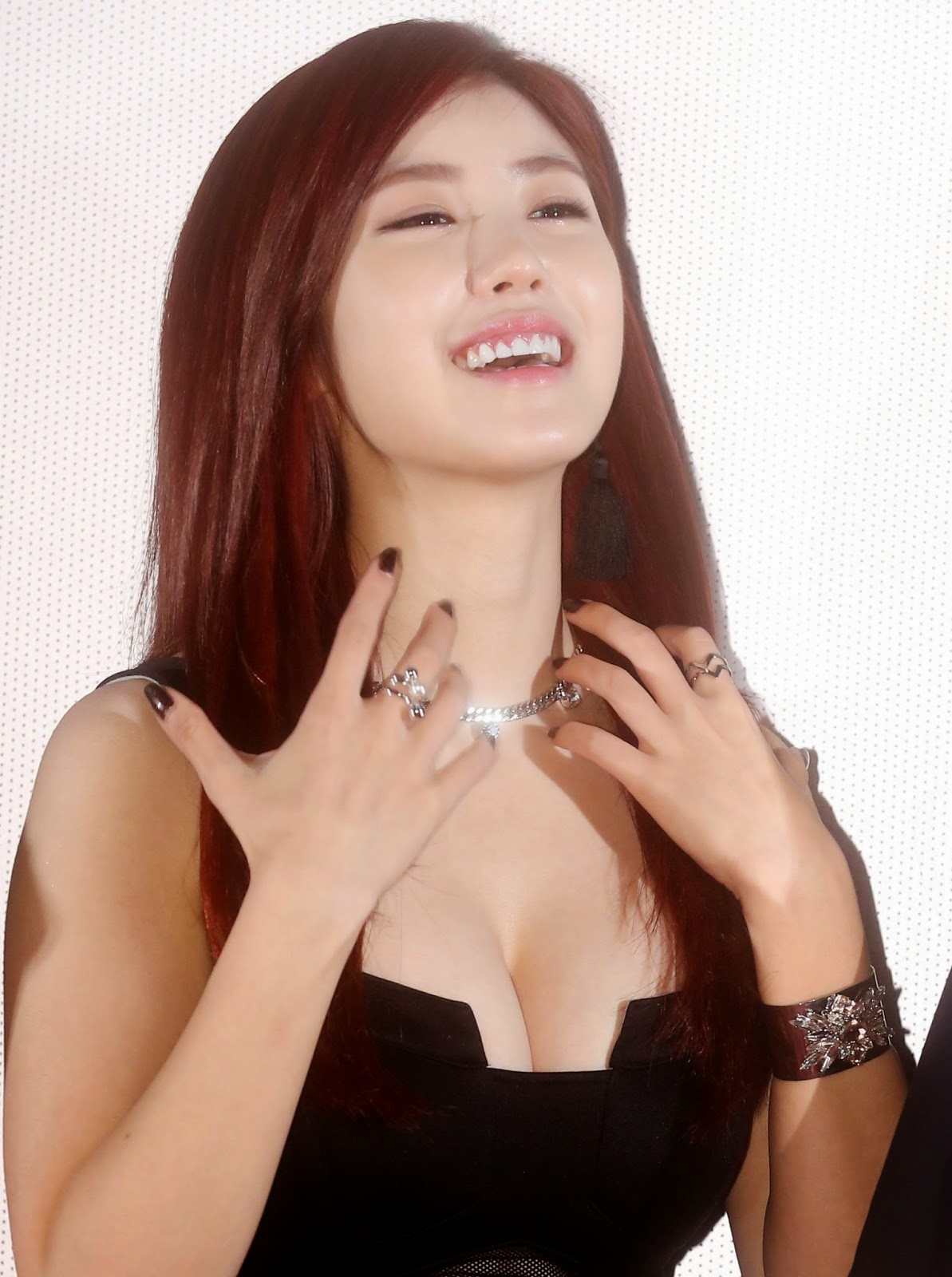 kpop idols with biggest breasts ? female idols. - the bar (18+)