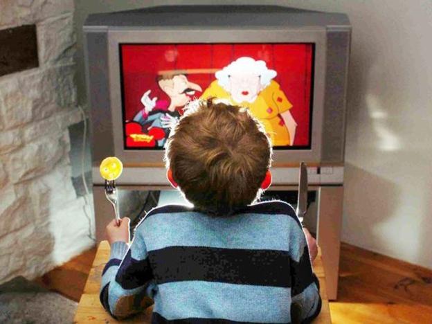 Biar Anak Makan Depan TV, Ibu Bapa Rugi 5 Perkara Ini!