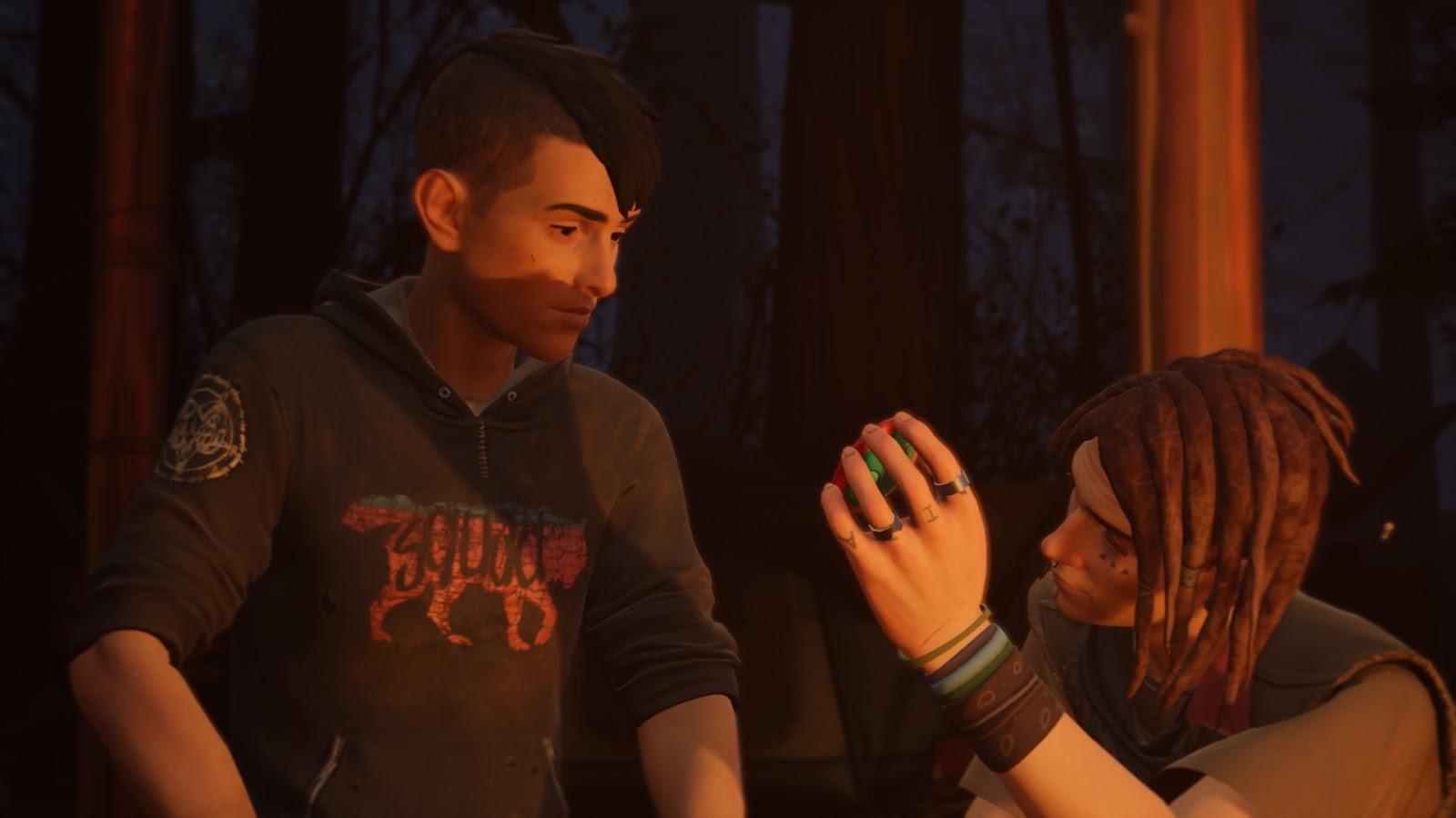 Finn tükörben mutatja a végeredményt Sean-nak, miután levágta a haját.