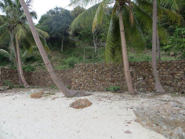 Стена обложенная камнем