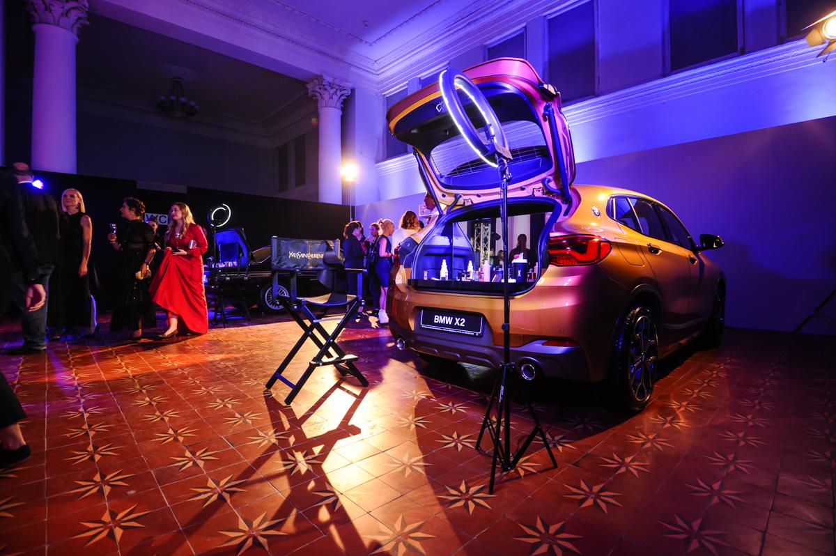 багажник BMW  с косметикой