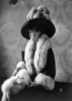 Edwardian socialite, and first wife of General Douglas MacArthur, Louise Cromwell Brooks in 1911