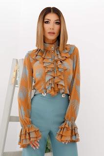 Bluza LaDonna maro cu frunze turcoaz si volane pe bust