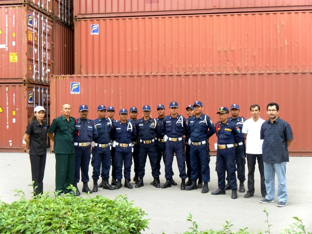 Depo Container Di Semarang Menikmati Kebab Di Container
