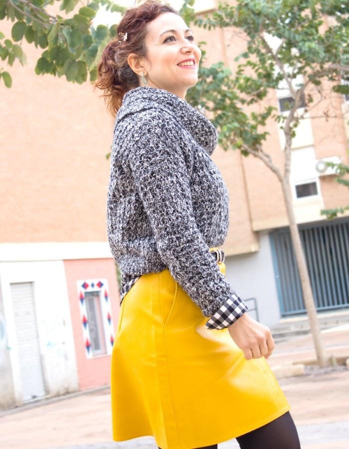 melange_boutique_fashion_blog_de_moda_como_combinar_falda_amarilla_de_cuero_zaful_zara_zapatos_plataforma_asos_jersey_gris_vero_moda
