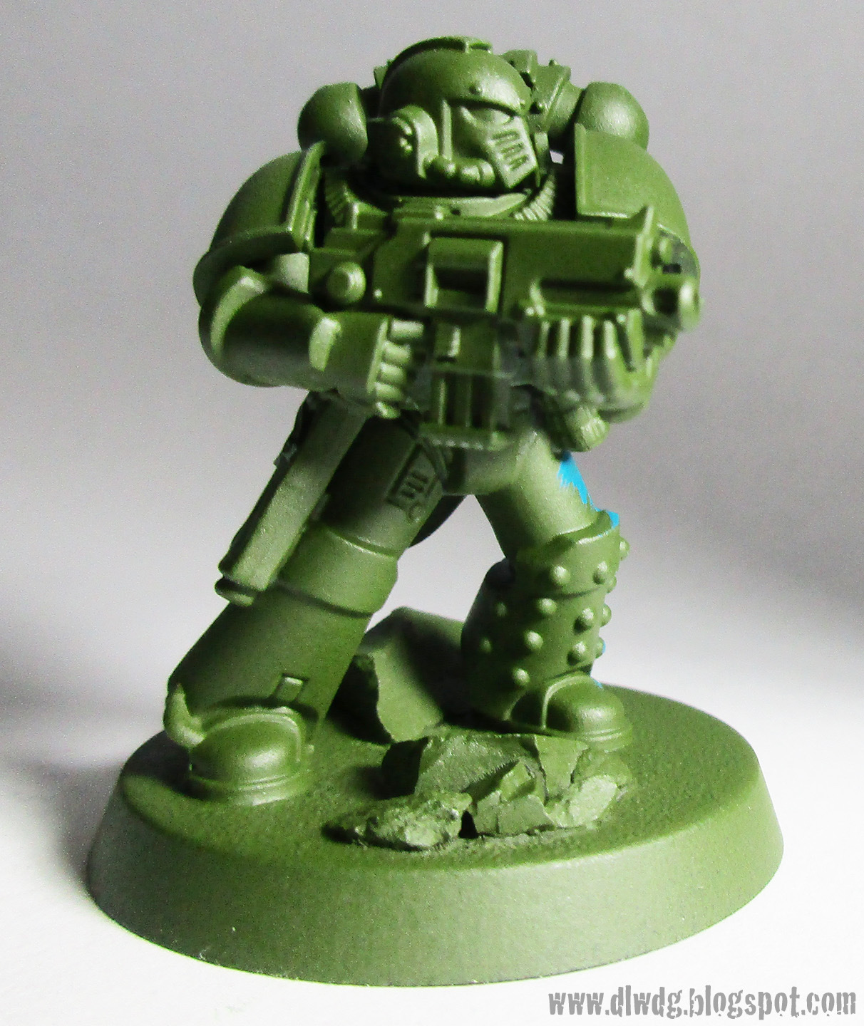 Painting miniatures color master primer - Step One Base Coat The Mini With Model Master S Medium Green Its A Matte Paint That Works Just As Well As Any Primer All Of My Minis Are Primed In One