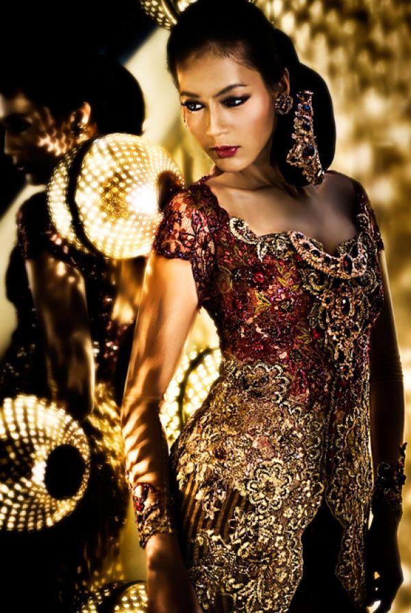 Model Kebaya Modern Lengan Pendek Sabrina