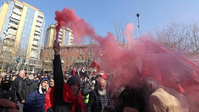 Στους δρόμους χιλιάδες Αλβανοί με αίτημα τις πρόωρες εκλογές