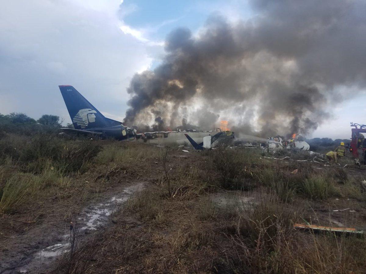Se desploma avión de Aeroméxico segundos después de despegar de aeropuerto en Durango