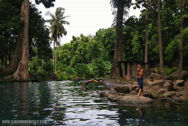 Camiguin-la-isla-verde-que-ver-hacer-piscinas-locales