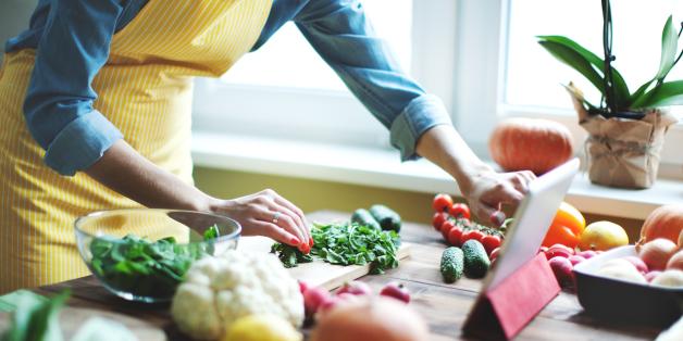 الطبخ أصبح ممتعاً بهذه التطبيقات.. وصفات كاملة لأشهر الأكلات حول العالم على هاتفك