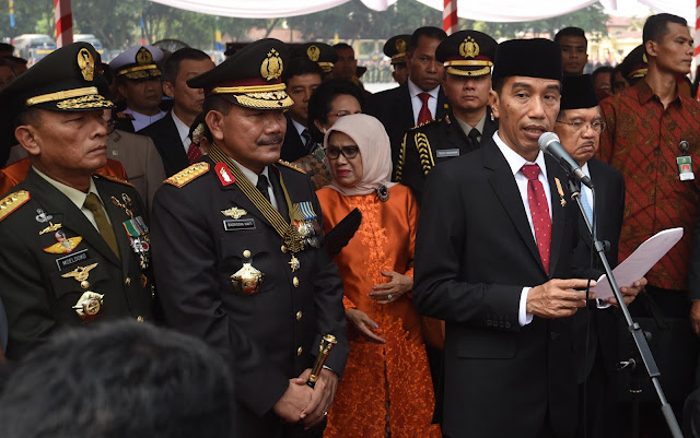 Jokowi Ancam Copot Kapolri dan Panglima TNI