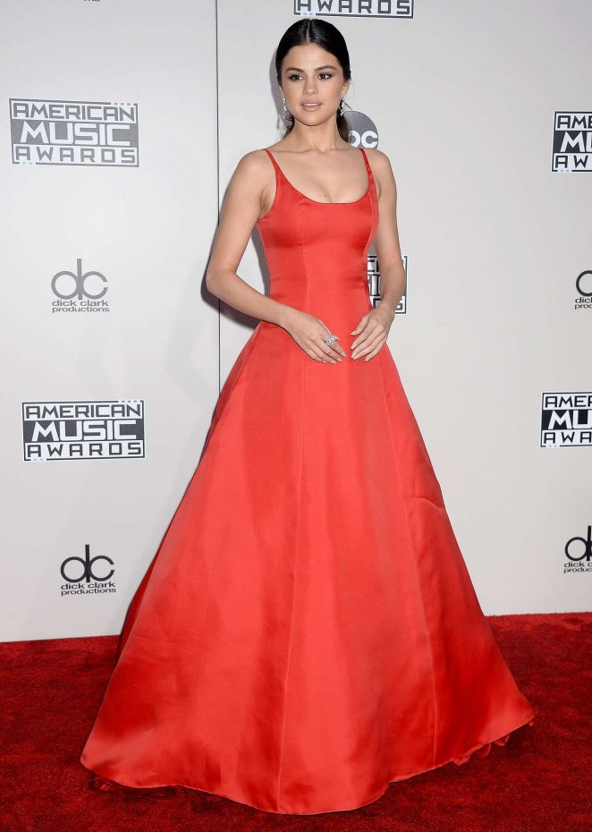 Selena Gomez smoulders in red at the 2016 American Music Awards in Los Angeles