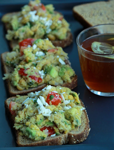 Avocado & Chickpeas Sandwich
