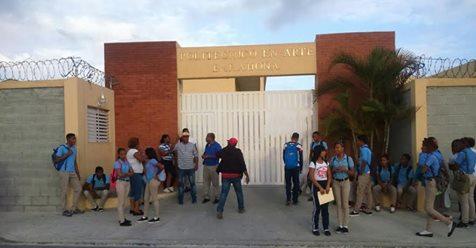 Paralizan docencia nuevamente en el Liceo en Arte Maestro Ramón Oviedo. Exigen nombramiento.