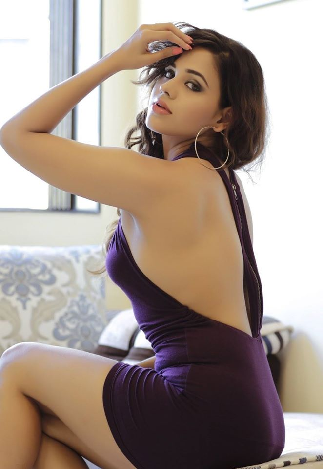 Parina Mirza Hot photos, Parina Mirza sexy back, Parina Mirza bareback photos,
