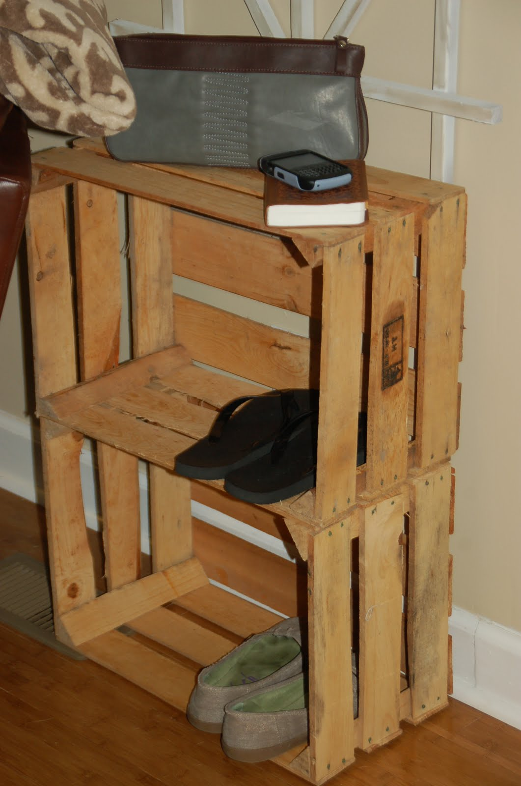 wooden crates as shelves thrifty finds and redesigns wooden crate shelves 811