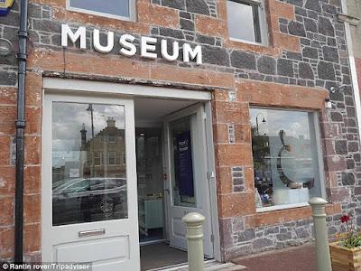Αναζητούν στα social media τον τουρίστα που… ξέχασε χιλιάδες δολάρια σε μουσείο!