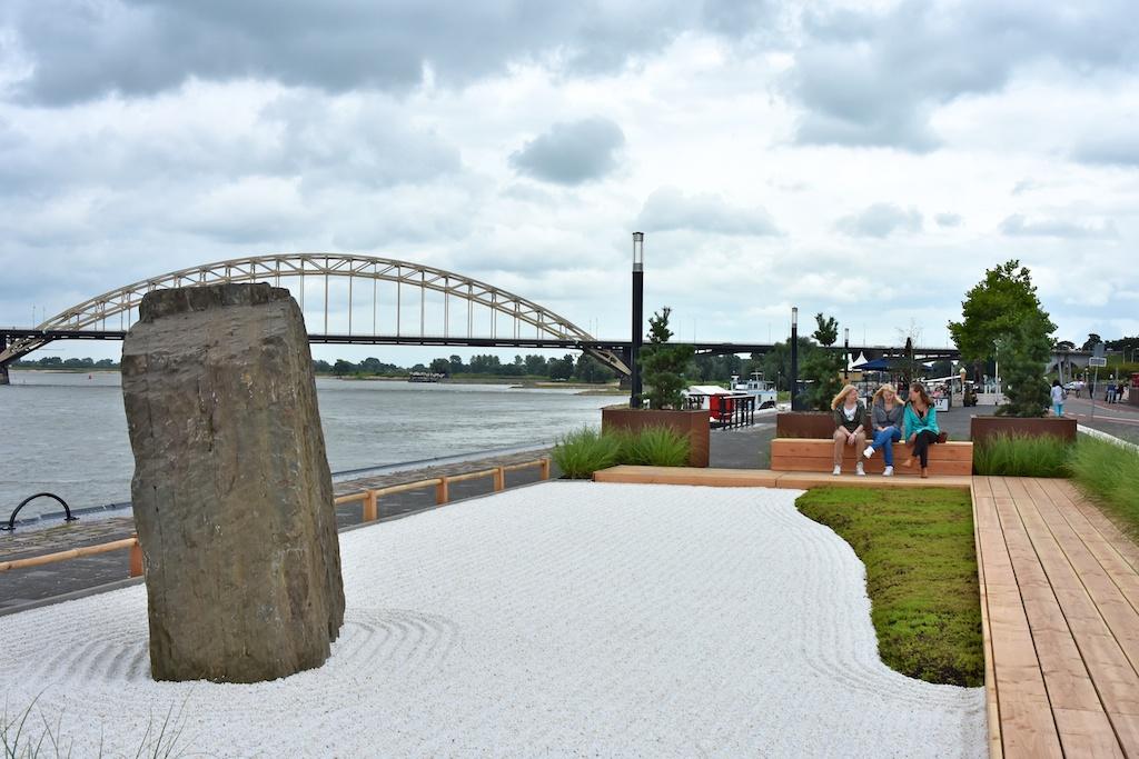 Nijmegen xl zentuin aan de waalkade for Tuin aanleggen nijmegen