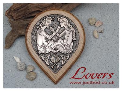 Celtic Lovers wall plaque in bronze & oak