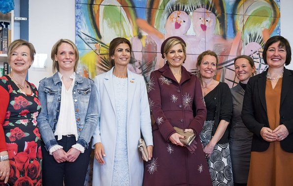 Queen Maxima and Argentinian First Lady Juliana Awada. Queen Maxima wore Claes Iversen coat and skirt from Herfst/Winter 2017 collection