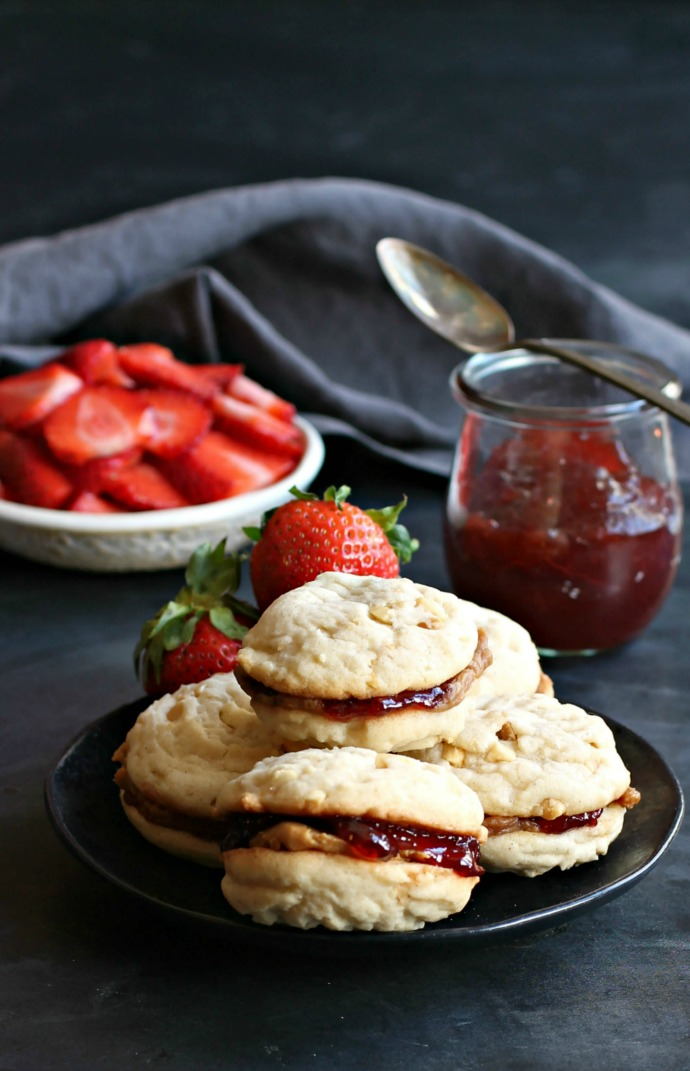 Recipe for a sandwich cookie filled with peanut butter and strawberry jelly.