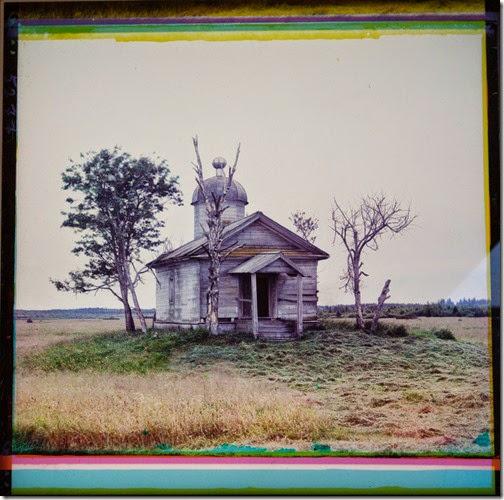Chapelle édifiée sur le lieu de fondation de l'ancienne Belozersk, sur la rive sud du lac Beloï-juillet-aout 1909