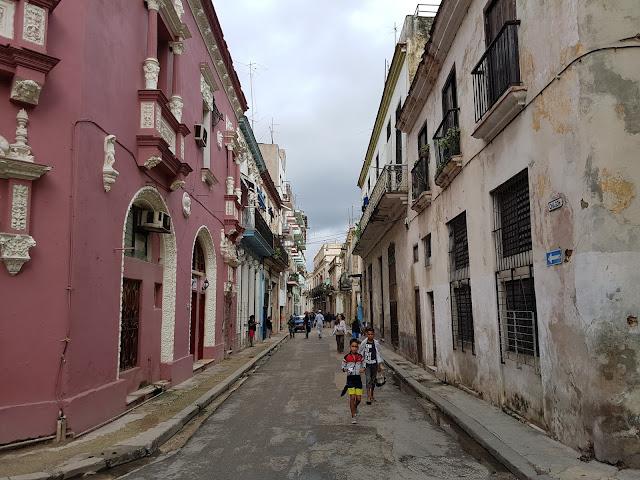 Típica rua da Habana Vieja - Cuba