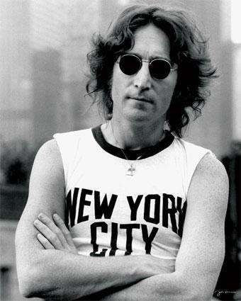 Foto de John Lennon con cabello ondeado