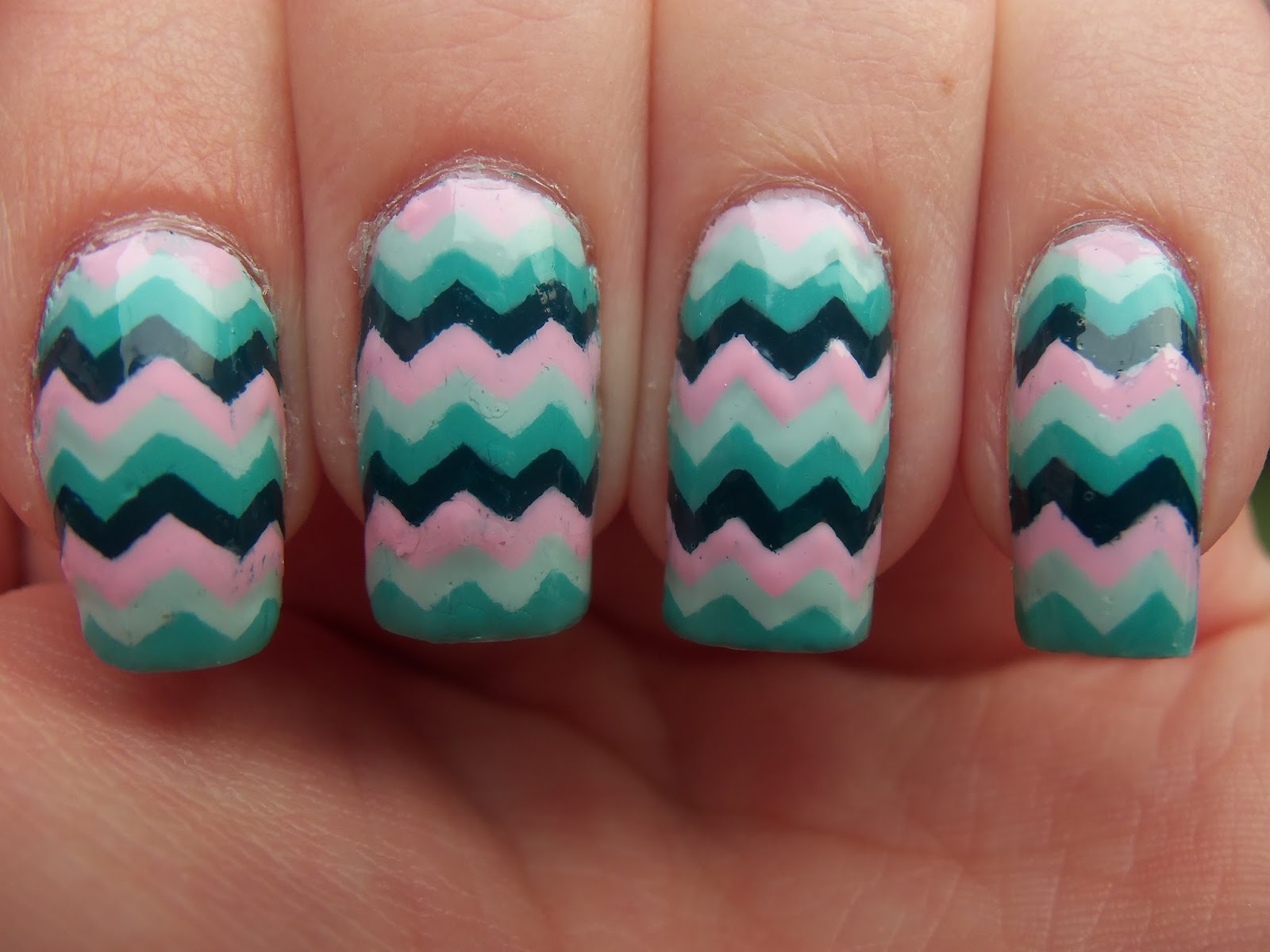 http://megsmanicures.blogspot.com/2014/02/four-color-chevron.html