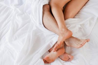 Fakta Bercinta Ketika Pasangan Menstruasi