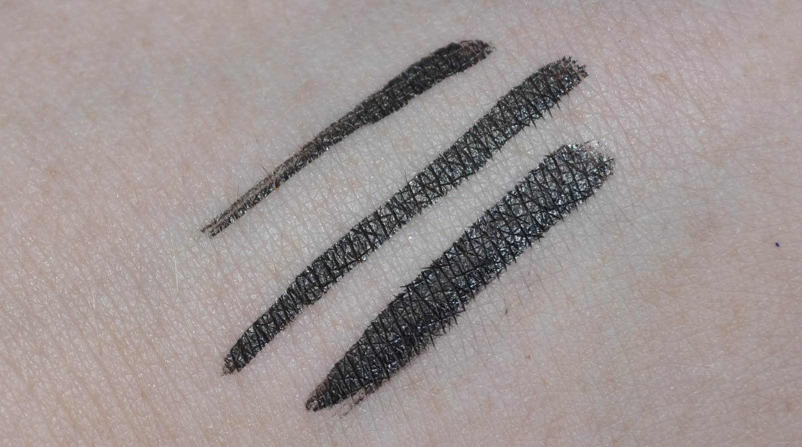 9d0b8c24d2f It's possible both to make thin and thick lines which is good for everyday  and more dramatic looks.
