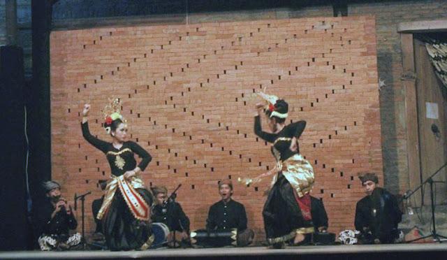 Danglung Lumajang ditampilkan di Internasional Rain Festival