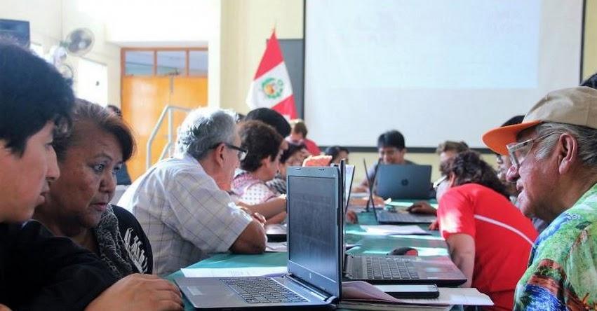 UNAM: Estudiantes de la Universidad Nacional de Moquegua realizan campaña de alfabetización digital en adultos mayores