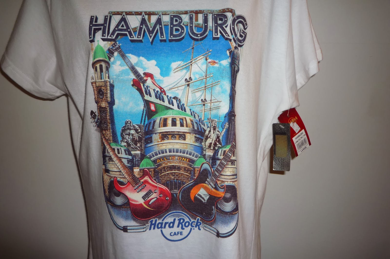 busybeeroom welcomes you hard rock cafe hamburg t shirt. Black Bedroom Furniture Sets. Home Design Ideas
