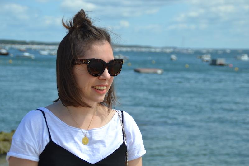 t-shirt blanc et combishort noir Stradivarius, lunette de soleil Aliexpress