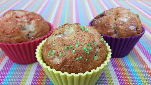 Bananen-Walnuss-Muffins mit bunten Zuckerperlen