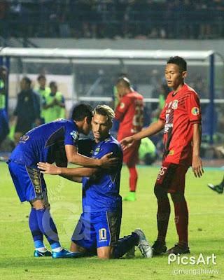 Gol Maitimo Menangkan Persib atas Persiba