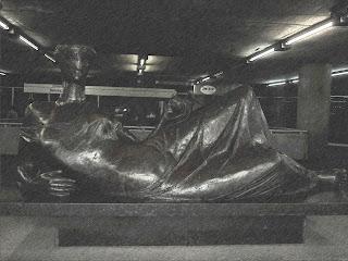 """Escultura """"Sem Título"""", na Estação da Sé"""