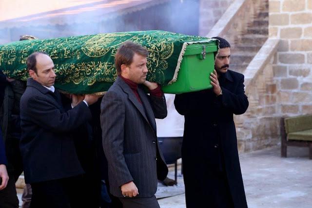 Legea Pamantului ep 12, Vestea morţii lui Omer îi îndurerează pe toţi. Hasan o ia cu el pe Gulbahar şi dispar, iar  Ceylan rămâne neputincioasă şi cu mustrări de conştiinţă.